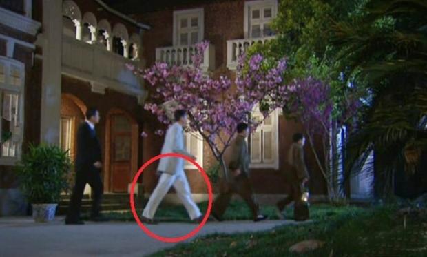 9 hạt sạn nhìn muốn té ngửa của phim TVB: Ghim nhất là màn xe tải xuất hiện ở thời cổ đại, coi tức không? - Ảnh 13.