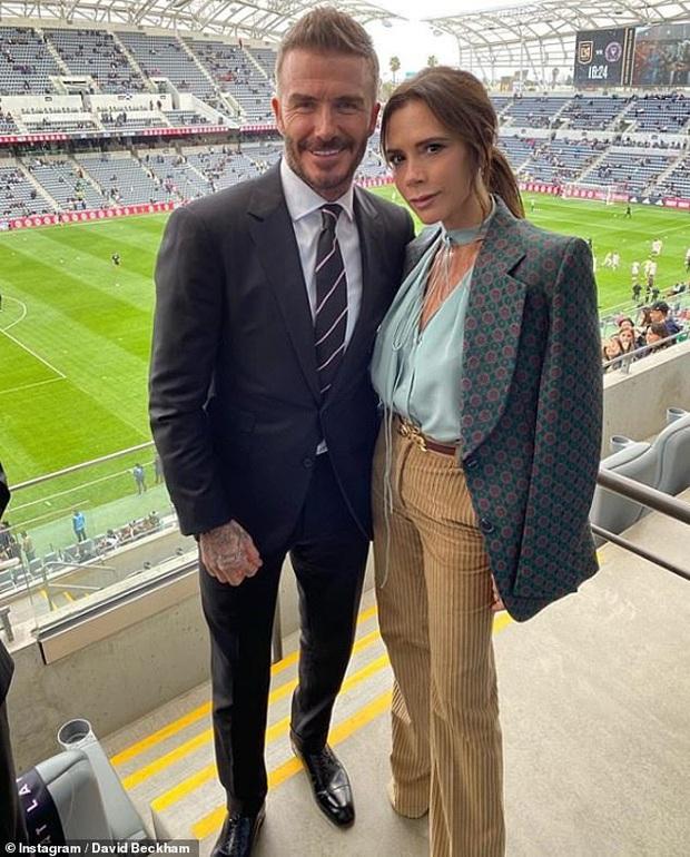 Đọ sắc trong 1 khung hình, vợ chồng David Beckham áp đảo cặp đôi con trai cả Brooklyn về cả thần thái và nhan sắc - Ảnh 3.