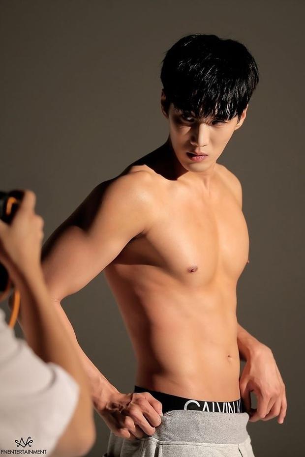 Bộ ảnh khoe body cực phẩm của cậu cả nhà Jangga: SooAh không thích thì để fan crush dùm được không? - Ảnh 4.