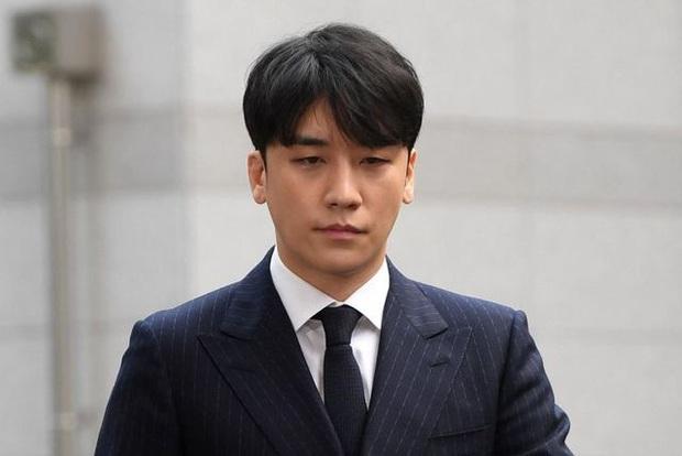 Seungri khiến netizen Hàn bức xúc khi thoải mái dự tiệc ăn mừng trước khi nhập ngũ - Ảnh 4.
