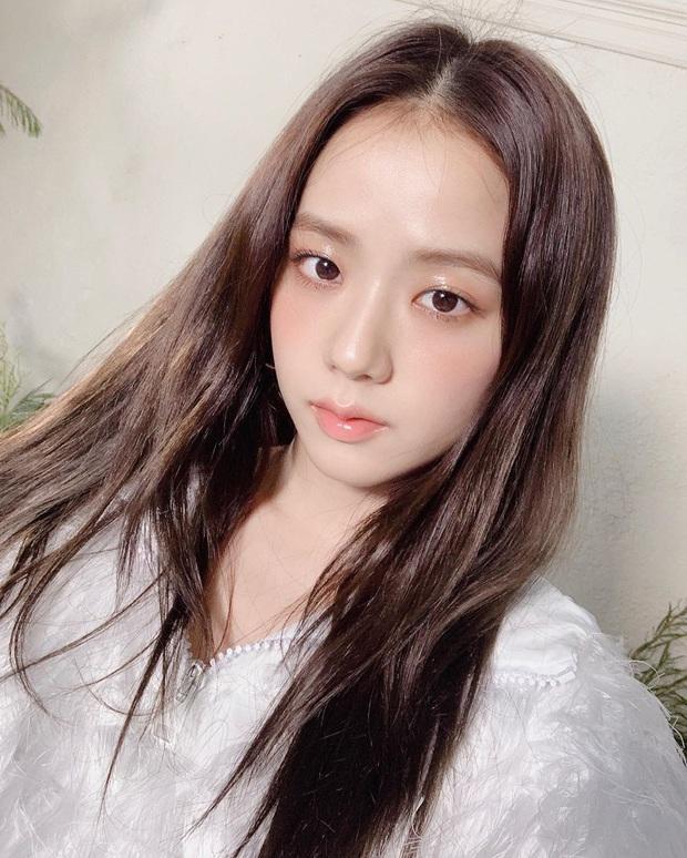 Thật cân não khi Song Hye Kyo - Jisoo đụng hàng: Tường thành nhan sắc kín như bưng, idol trẻ buông lơi lả lướt quá - Ảnh 5.
