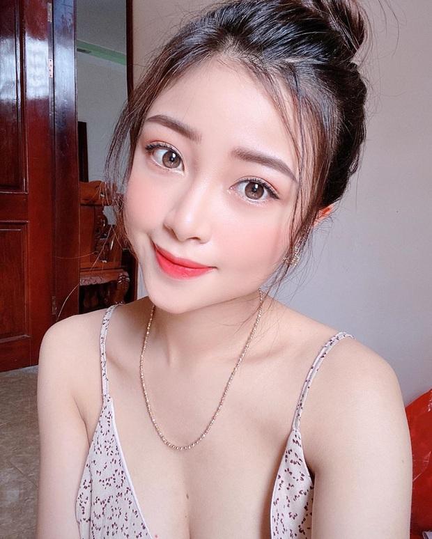 Nhật Linh (vợ Văn Đức) khoe ảnh sexy, bắt trend thả thính ngọt ngào: Yêu không cần cớ. Cần Đức cơ. - Ảnh 4.