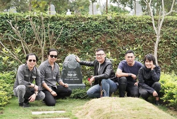 4 năm ngày mất, vợ con và ban nhạc Bức Tường đến viếng mộ cố nhạc sĩ Trần Lập: Người đã ra đi nhưng cái tình còn mãi! - Ảnh 6.