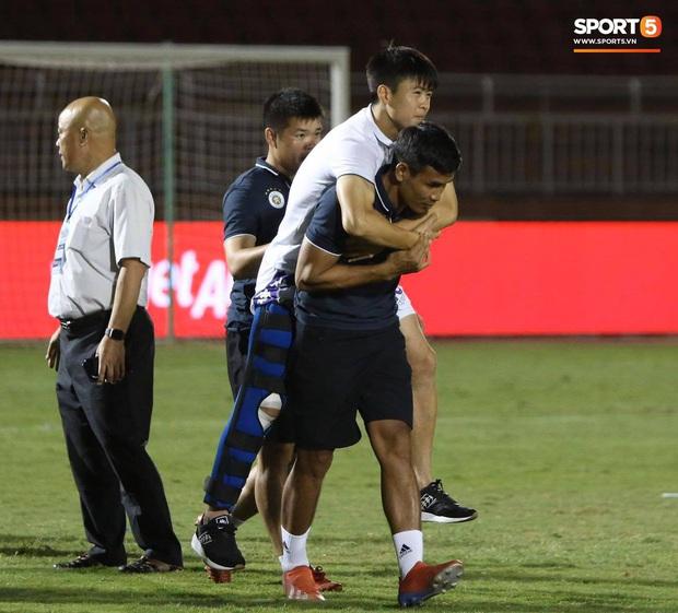 NÓNG: Duy Mạnh đứt hoàn toàn dây chằng chéo trước và nghỉ thi đấu dài hạn, lỡ hẹn với các trận vòng loại World Cup 2022 - Ảnh 1.