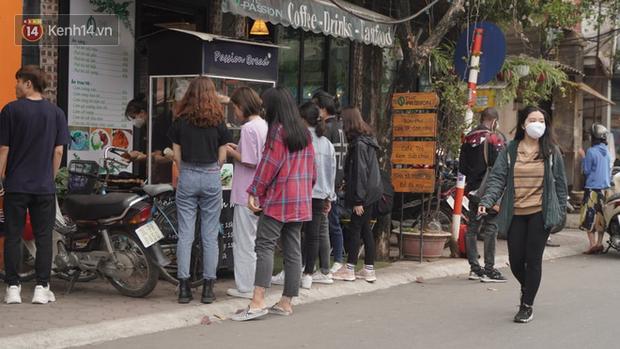 Sinh viên đi học sau nhiều tuần nghỉ, hàng quán tấp nập, đông khách trở lại - Ảnh 13.