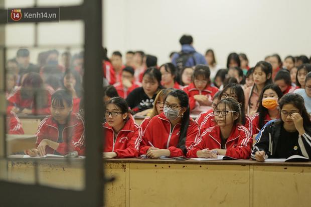 Sinh viên trở lại trường sau kỳ nghỉ Tết dài nhất lịch sử: Được đi học rồi vui quá, ở nhà chán lắm! - Ảnh 12.