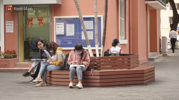 Sinh viên lên thành phố, quay lại trường học giữa mùa dịch: Cha mẹ nào cũng lo chúng ham chơi, tụ tập bạn bè mà quên phòng dịch - Ảnh 4.