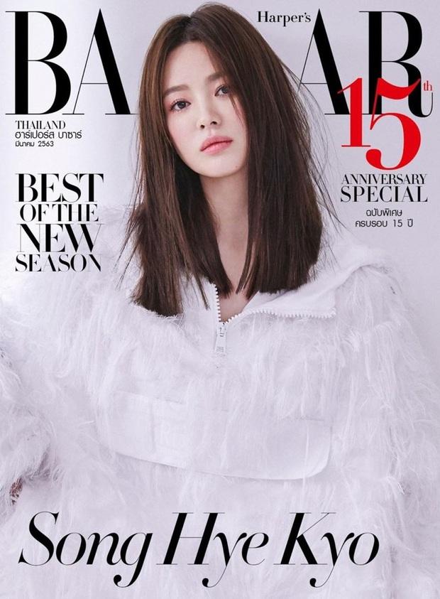 Thật cân não khi Song Hye Kyo - Jisoo đụng hàng: Tường thành nhan sắc kín như bưng, idol trẻ buông lơi lả lướt quá - Ảnh 1.
