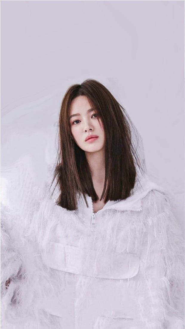 Thật cân não khi Song Hye Kyo - Jisoo đụng hàng: Tường thành nhan sắc kín như bưng, idol trẻ buông lơi lả lướt quá - Ảnh 2.