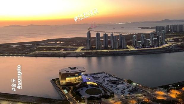 """""""Mỹ nhân kém nổi nhất SNSD"""" Hyoyeon gây choáng với căn penthouse xa xỉ view toàn thành phố, nhìn như khách sạn 5 sao - Ảnh 1."""