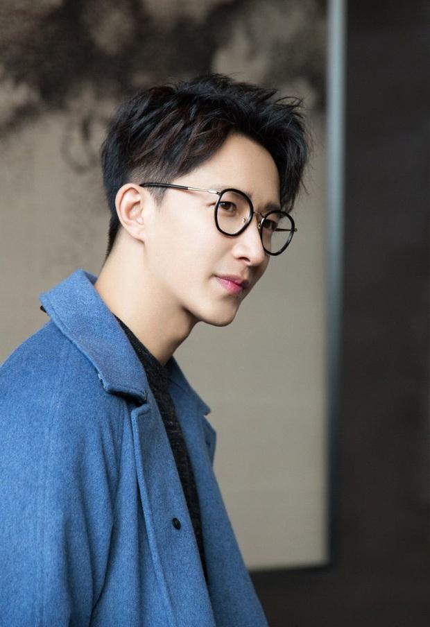 """Ồn ào idol Kpop rời công ty quản lý: """"Gà"""" SM chiếm quá nửa với những cáo buộc động trời, HyunA và bạn trai gây sốc vì bị đuổi thẳng do hẹn hò - Ảnh 4."""