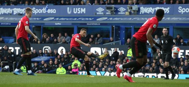 De Gea sai lầm tai hại, Man United suýt toang trước Everton trong trận cầu drama xuất hiện đúng phút cuối cùng - Ảnh 2.