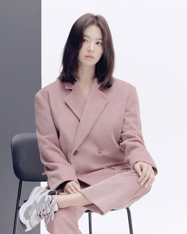 Nhìn lại mới thấy, đây là kiểu tóc giúp Song Hye Kyo cải lão hoàn đồng ngoạn mục nhất? - Ảnh 2.