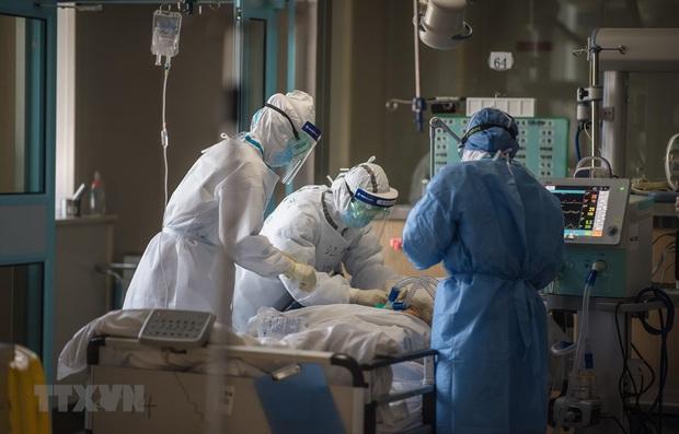 Dịch COVID-19: WHO khuyến cáo các nước dự trữ bình oxy, máy thở - Ảnh 1.