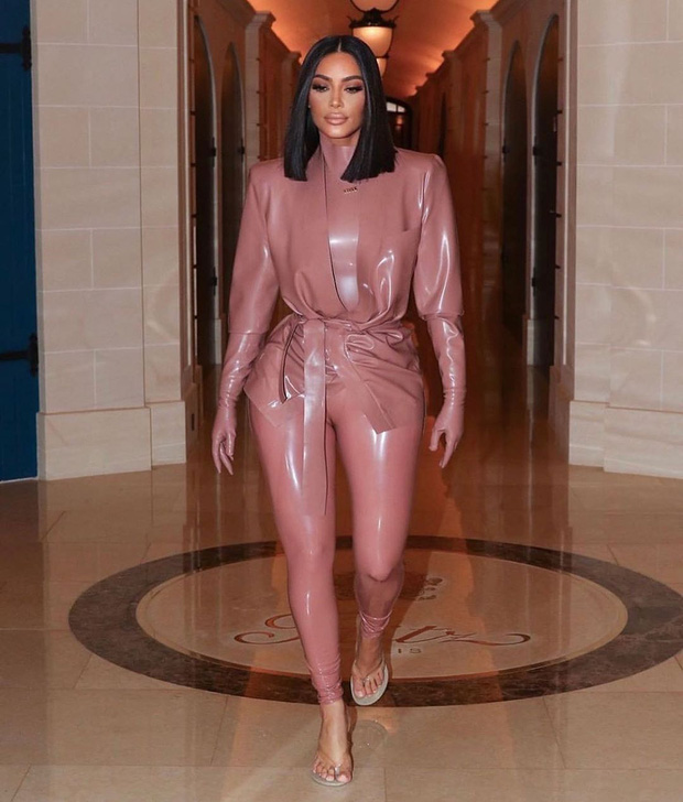 Kim Kardashian diện đồ o ép đến khó thở là thường, nhưng khi cô thay liền 3 bộ một ngày thì ai cũng phải… bái phục - Ảnh 2.