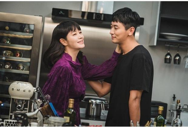 Nữ hoàng sexy Kim Hye Soo đụng váy với Son Ye Jin nhưng vì kiểu tóc nối siêu ẩu mà cô bị đàn em bỏ xa - Ảnh 2.