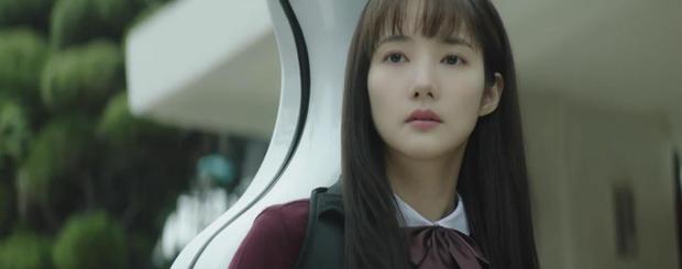 Trời Đẹp Em Sẽ Đến tập 3: Bị cả trường bêu rếu, Park Min Young thời trẻ nghé khô máu đấu tay ba với kẻ bắt nạt - Ảnh 1.