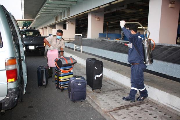Cận cảnh 3 chuyến bay chở hơn 600 hành khách từ Hàn Quốc hạ cánh sân bay Cần Thơ  - Ảnh 12.