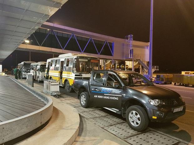 Cận cảnh 3 chuyến bay chở hơn 600 hành khách từ Hàn Quốc hạ cánh sân bay Cần Thơ  - Ảnh 15.