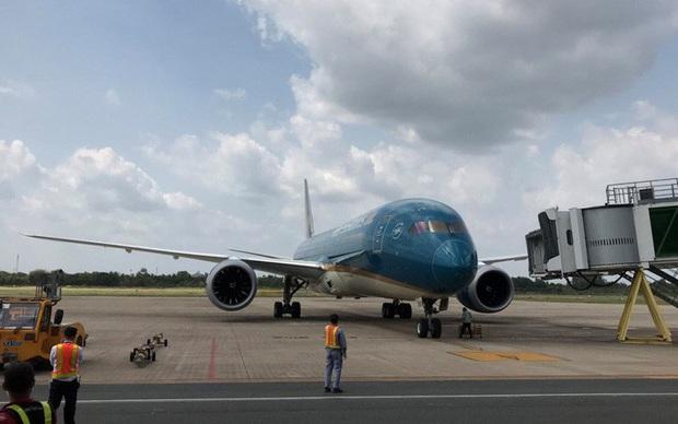Cận cảnh 3 chuyến bay chở hơn 600 hành khách từ Hàn Quốc hạ cánh sân bay Cần Thơ  - Ảnh 4.