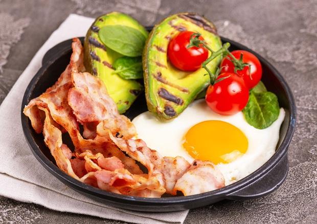 Không chỉ giúp giảm cân, chế độ ăn keto low-carb còn giúp điều trị đau lưng và các bệnh nguy hiểm khác - Ảnh 3.