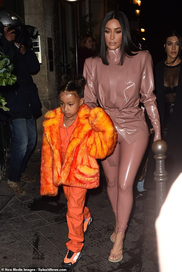 Kim Kardashian diện đồ o ép đến khó thở là thường, nhưng khi cô thay liền 3 bộ một ngày thì ai cũng phải… bái phục - Ảnh 3.