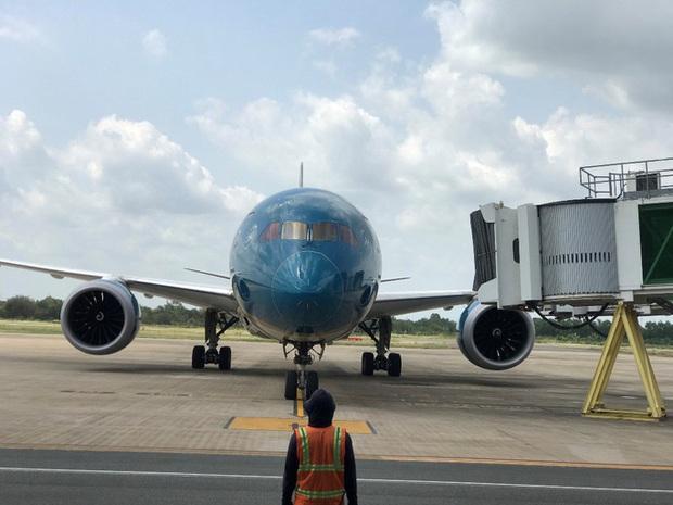 Cận cảnh 3 chuyến bay chở hơn 600 hành khách từ Hàn Quốc hạ cánh sân bay Cần Thơ  - Ảnh 5.