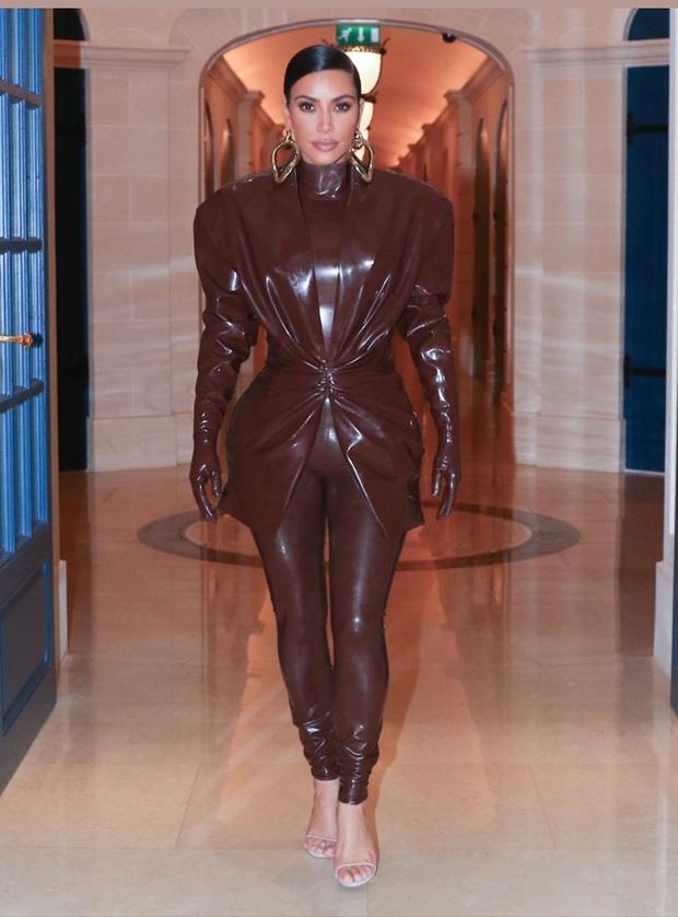 Kim Kardashian diện đồ o ép đến khó thở là thường, nhưng khi cô thay liền 3 bộ một ngày thì ai cũng phải… bái phục - Ảnh 4.