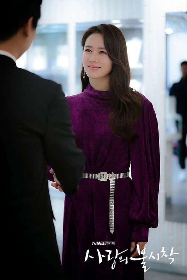 Nữ hoàng sexy Kim Hye Soo đụng váy với Son Ye Jin nhưng vì kiểu tóc nối siêu ẩu mà cô bị đàn em bỏ xa - Ảnh 4.