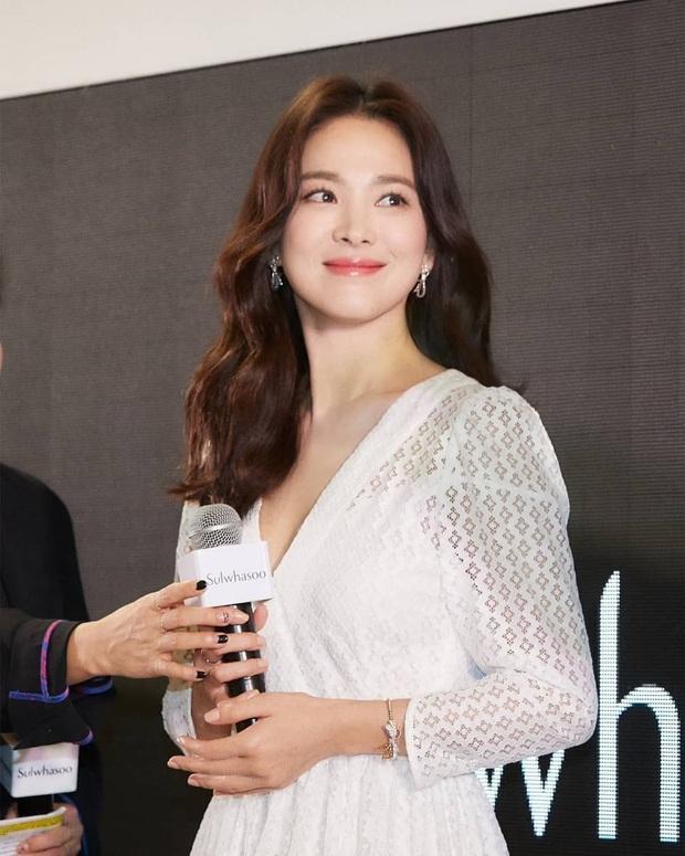 Nhìn lại mới thấy, đây là kiểu tóc giúp Song Hye Kyo cải lão hoàn đồng ngoạn mục nhất? - Ảnh 5.