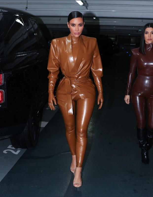 Kim Kardashian diện đồ o ép đến khó thở là thường, nhưng khi cô thay liền 3 bộ một ngày thì ai cũng phải… bái phục - Ảnh 6.