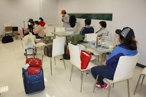 Cận cảnh 3 chuyến bay chở hơn 600 hành khách từ Hàn Quốc hạ cánh sân bay Cần Thơ  - Ảnh 9.