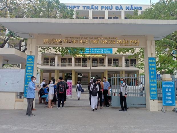 [Ảnh] Học sinh lớp 12 ở Đà Nẵng quay lại trường học sau kỳ nghỉ dài phòng dịch Covid-19 - Ảnh 8.