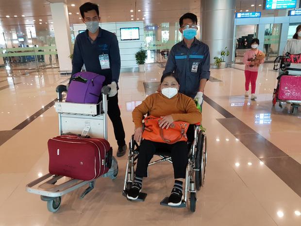 Cận cảnh 3 chuyến bay chở hơn 600 hành khách từ Hàn Quốc hạ cánh sân bay Cần Thơ  - Ảnh 10.