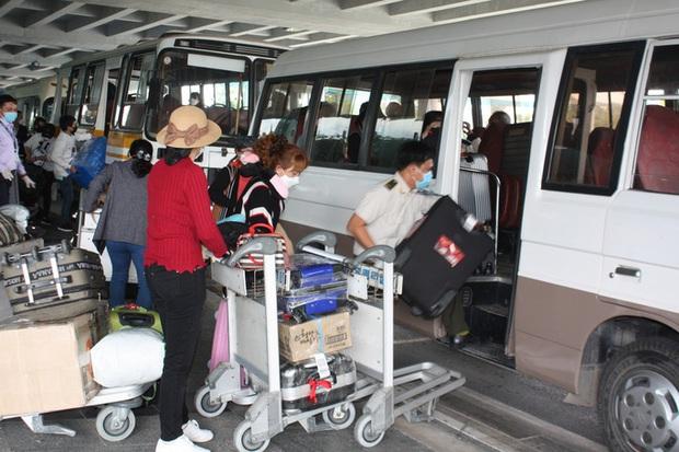 Cận cảnh 3 chuyến bay chở hơn 600 hành khách từ Hàn Quốc hạ cánh sân bay Cần Thơ  - Ảnh 11.