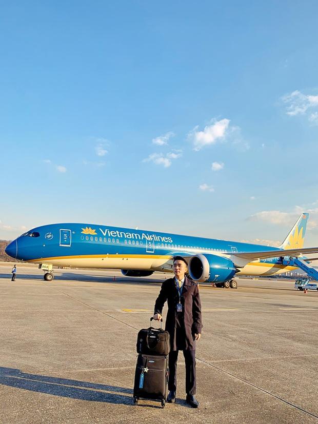 Tiếp viên trưởng Vietnam Airlines trên những chuyến bay cuối cùng vào tâm dịch: Tôi không dám nói với bố mẹ, chắc là lúc nào hạ cánh sẽ nhắn - Ảnh 1.