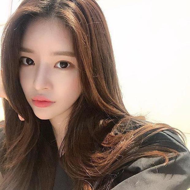 Bạn gái bí mật bị nghi xuất hiện trong clip nhập ngũ của Seungri: Chính là bạn thân sexy của Jisoo (BLACKPINK) ngày nào? - Ảnh 13.