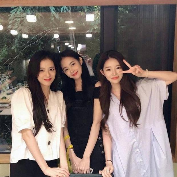 Bạn gái bí mật bị nghi xuất hiện trong clip nhập ngũ của Seungri: Chính là bạn thân sexy của Jisoo (BLACKPINK) ngày nào? - Ảnh 5.