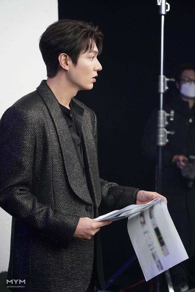 Quân vương bất diệt chưa lên sóng, Lee Min Ho đã khiến dân tình đảo điên với loạt ảnh hậu trường như tạp chí - Ảnh 6.