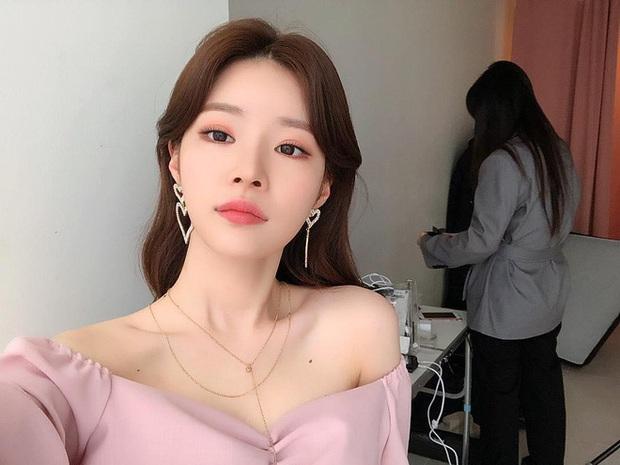 Bạn gái bí mật bị nghi xuất hiện trong clip nhập ngũ của Seungri: Chính là bạn thân sexy của Jisoo (BLACKPINK) ngày nào? - Ảnh 12.