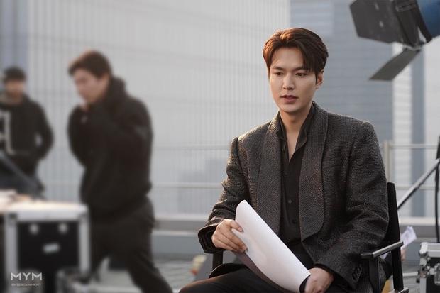 Quân vương bất diệt chưa lên sóng, Lee Min Ho đã khiến dân tình đảo điên với loạt ảnh hậu trường như tạp chí - Ảnh 7.