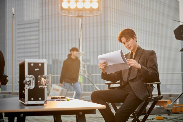 Quân vương bất diệt chưa lên sóng, Lee Min Ho đã khiến dân tình đảo điên với loạt ảnh hậu trường như tạp chí - Ảnh 8.