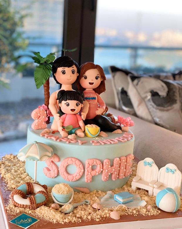Vợ chồng Đặng Thu Thảo mở tiệc sinh nhật mừng con gái tròn 2 tuổi, dấu hiệu ẩn ý trên chiếc bánh kem chiếm spotlight - Ảnh 3.
