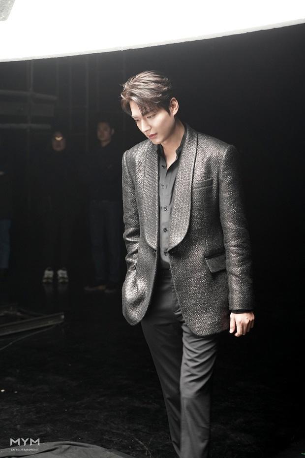 Quân vương bất diệt chưa lên sóng, Lee Min Ho đã khiến dân tình đảo điên với loạt ảnh hậu trường như tạp chí - Ảnh 4.
