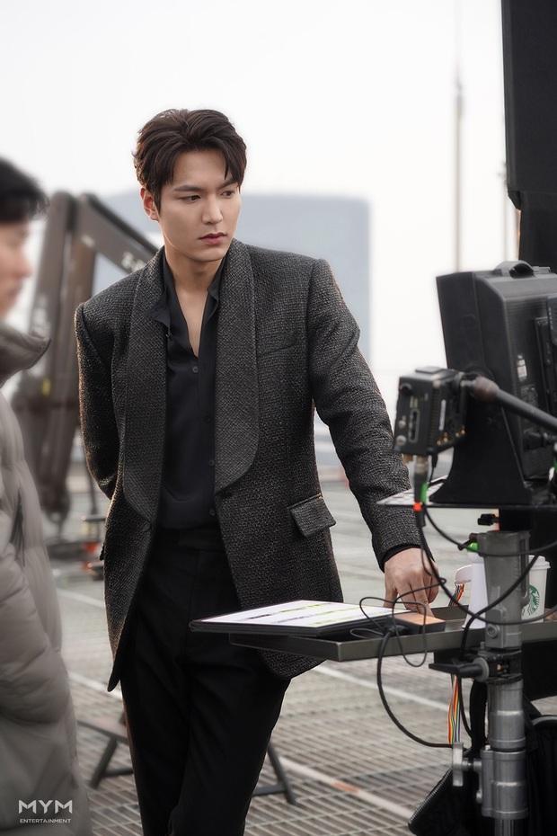 Quân vương bất diệt chưa lên sóng, Lee Min Ho đã khiến dân tình đảo điên với loạt ảnh hậu trường như tạp chí - Ảnh 5.