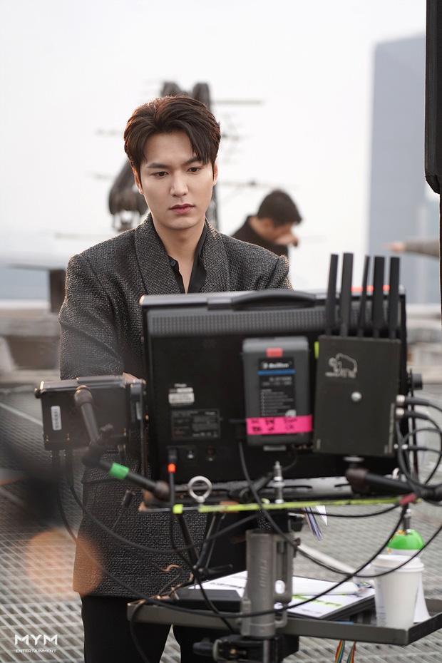Quân vương bất diệt chưa lên sóng, Lee Min Ho đã khiến dân tình đảo điên với loạt ảnh hậu trường như tạp chí - Ảnh 10.