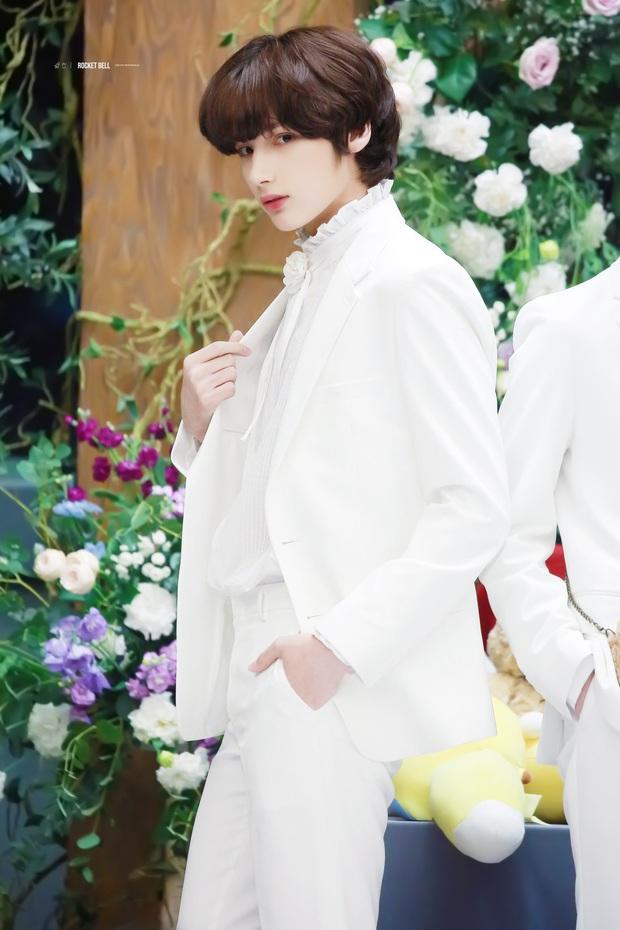 """Tuổi debut của loạt em út trong các boygroup đình đám gây sốc: Thành viên nhóm nhạc """"đông dân"""" phá kỉ lục của SM, Jungkook (BTS) đúng chuẩn em chưa 18 - Ảnh 22."""