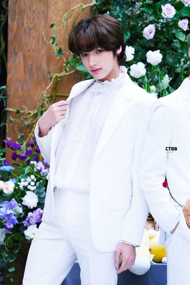 """Tuổi debut của loạt em út trong các boygroup đình đám gây sốc: Thành viên nhóm nhạc """"đông dân"""" phá kỉ lục của SM, Jungkook (BTS) đúng chuẩn em chưa 18 - Ảnh 23."""