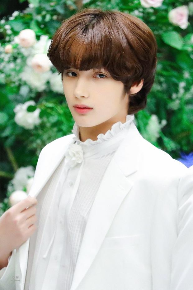 """Tuổi debut của loạt em út trong các boygroup đình đám gây sốc: Thành viên nhóm nhạc """"đông dân"""" phá kỉ lục của SM, Jungkook (BTS) đúng chuẩn em chưa 18 - Ảnh 24."""