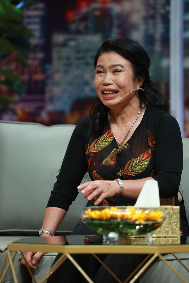 Lê Dương Bảo Lâm chơi lớn, tặng mẹ nhẫn kim cương trên sóng truyền hình - Ảnh 6.